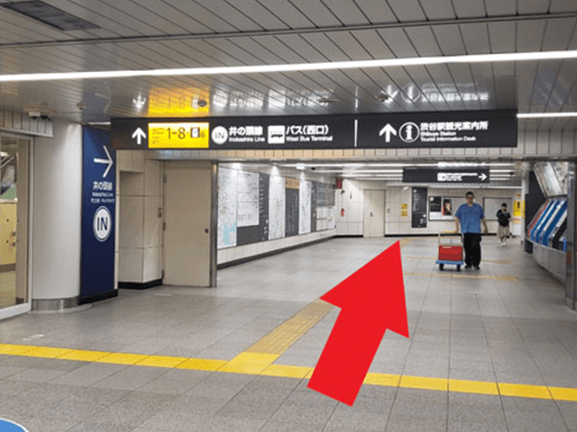 1.東急東横線・副都心線中央改札からは、改札をでて、真っ直ぐ進みます。