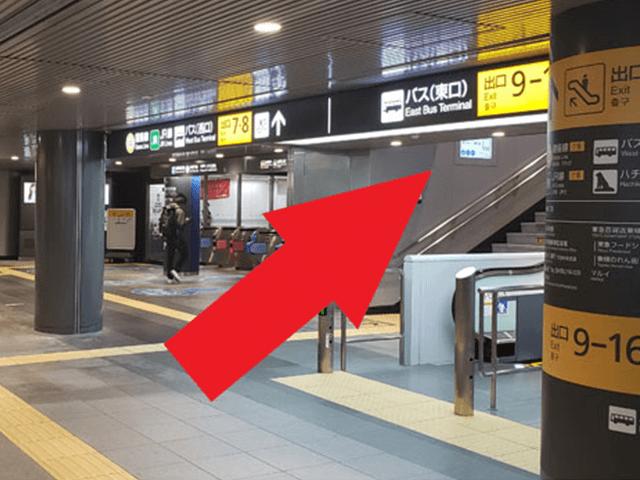 6.エスカレーター(もしくは、階段)で【出口7】に向かって上がります。
