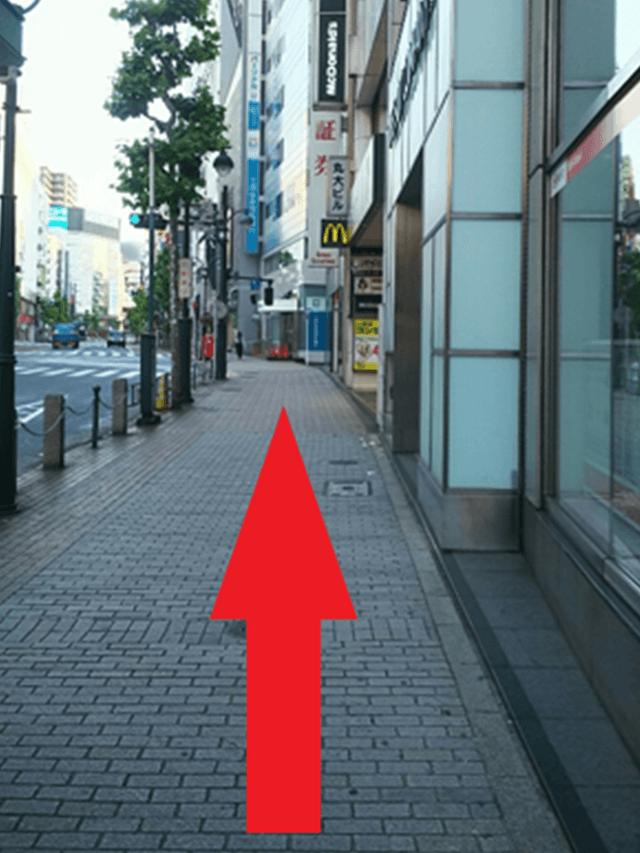 10.少し歩き始めると左手にバス停(渋谷駅西口)があります。