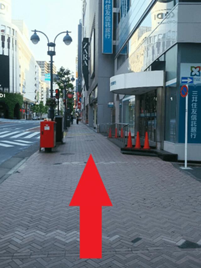 11.「井ノ頭通り入口」の交差点もそのまま真っ直ぐ進みます。