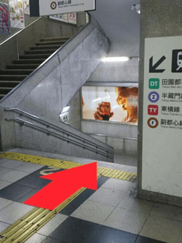 4.突き当たりを右折。そのまま階段を一番下まで下ります。