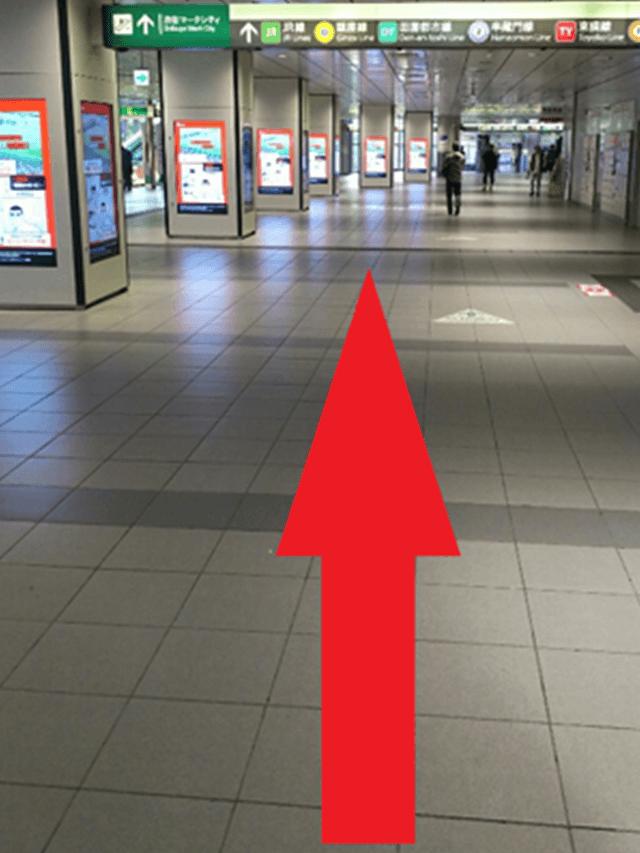 1.中央改札を出たら、まっすぐ<br>【渋谷マークシティ】方面に進んでください。
