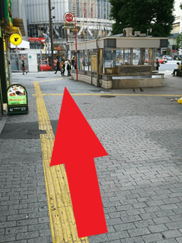 5.真っ直ぐ進みますと、渋谷の「スクランブル交差点」へたどり着きます。