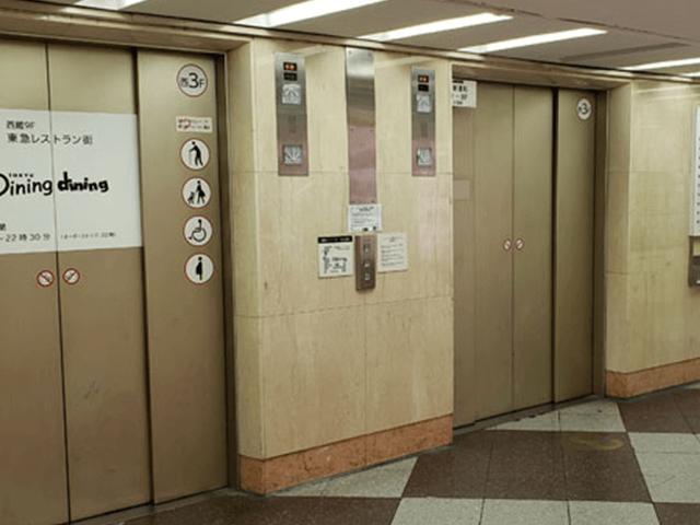 3.エレベーターで1階へ行きます。