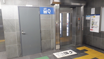 エレベーターで「B1」へ。