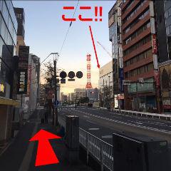 そのまま直進します。右にJTB、後ろに高島屋となります。目的地は右奥に見えています!!