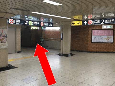 都営新宿線小川町駅A3出口にお進みください。><p class=