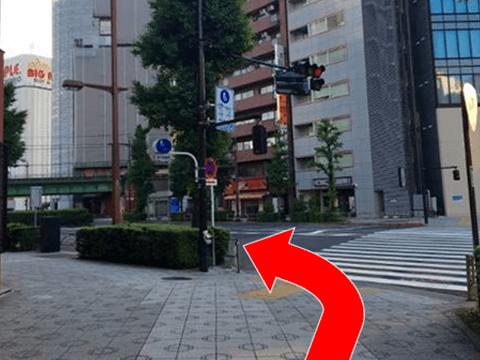 200mほど進みましたら左にお進みください。