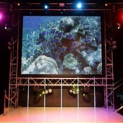 同ビル内のダーツバーBENOAではステージを使用する事もできます!