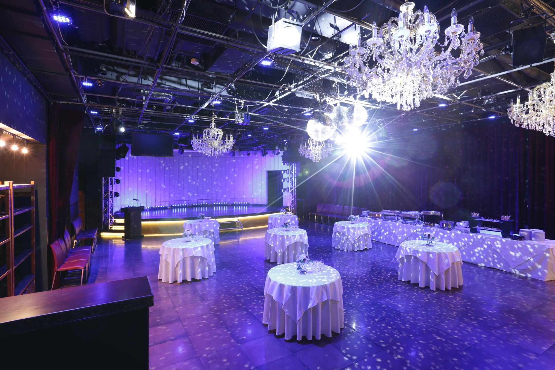 宴会やイベントなど様々な利用に最適☆照明もお任せ下さい。