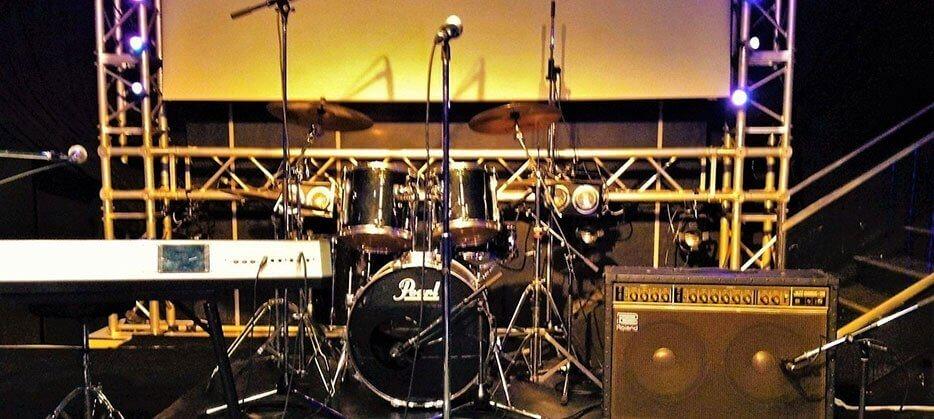 ステージは横6m×奥行4mに拡張が可能。フルバンドや各種LIVE、ダンスのご要望にもお応えします