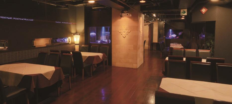 B3カスケード アクアリウムラウンジはレストランフロアにある貸切スペース 企業様から打ち上げパーティーまで多目的にご利用いただいています