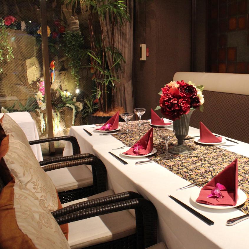 モダンなソファー席は記念日等の飲み会や女子会、コンパに最適
